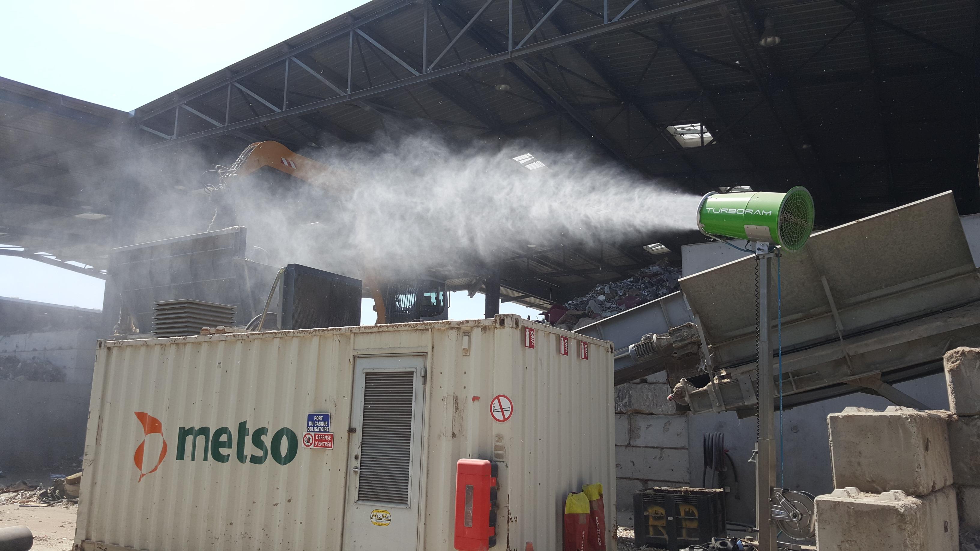 Le TURBORAM TRD40-MT est un brumisateur principalement destiné aux travaux de démolition, de dépollution, au BTP, et aux activités de recyclage. Mât