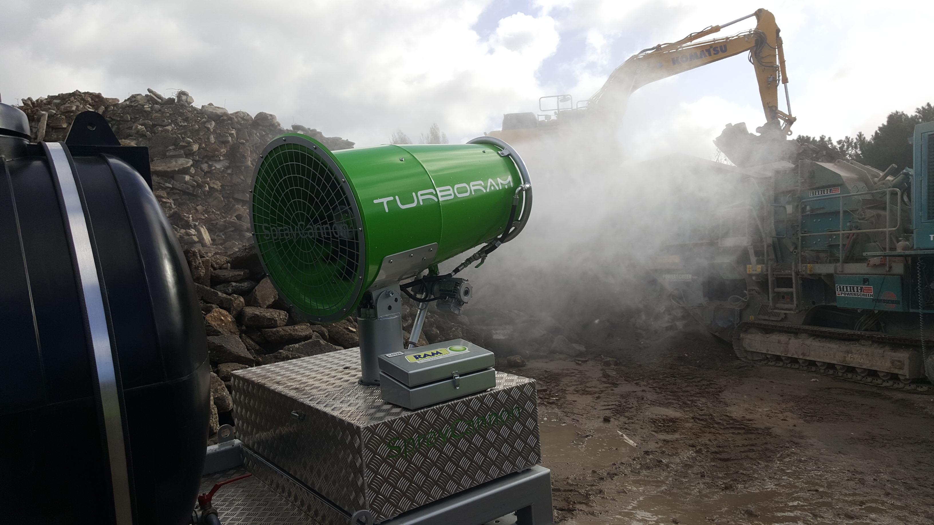 Le TURBORAM TRD40-SC est un brumisateur principalement destiné aux travaux de démolition, de dépollution, au BTP, et aux activités de recyclage. Avec cuve à eau